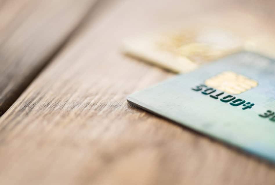 Banque en ligne : qui a les cartes bancaires les moins chères ?